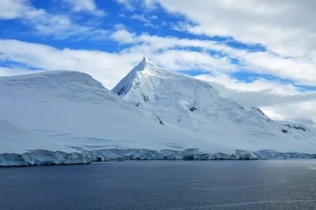 China lleva a cabo su primer vuelo comercial a la Antártida