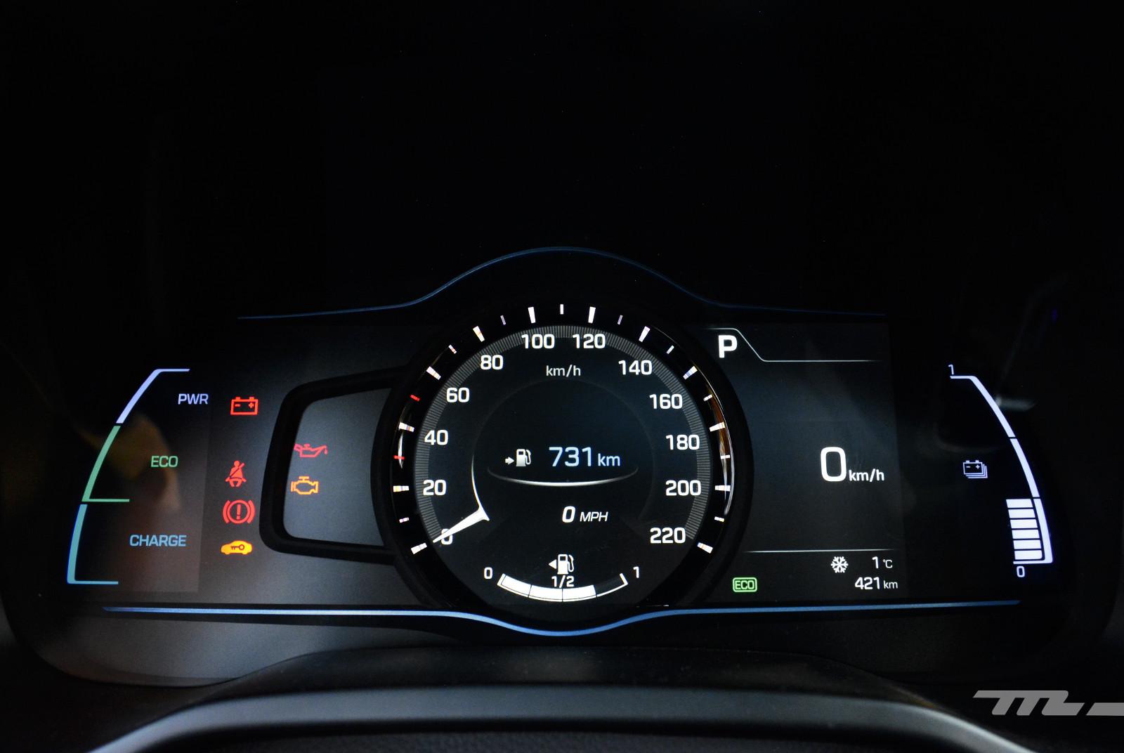 Foto de Hyundai Ioniq vs. Toyota Prius (19/22)