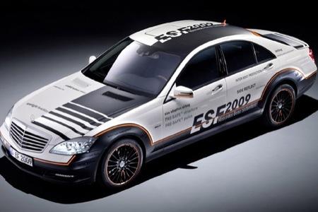 Mercedes-Benz ESF Concept: el primer airbag que frena contra el suelo