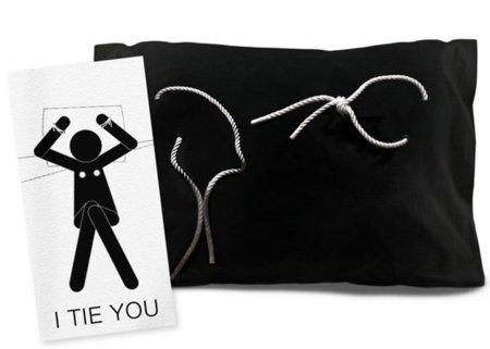 I Tie You: funda de almohada para no dormir