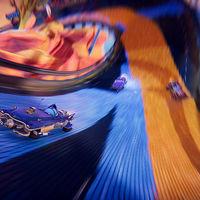 El juego de carreras arcade Trailblazers deja ver más de cerca su colorida mecánica en un gameplay
