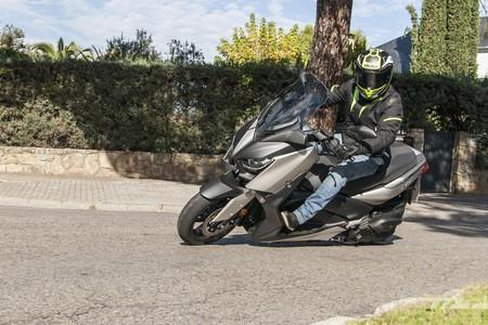 Probamos el Yamaha XMAX 400: un scooter de largo alcance con capacidad para dos cascos por 6.799 euros