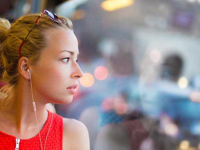 Panasonic sigue actualizando su catálogo y ahora llega el turno de conocer su nueva gama de auriculares