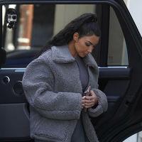 Kim Kardashian nos enseña el chaquetón perfecto para los días de frío que nos esperan antes de la llegada del verano