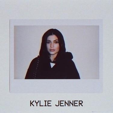 Kylie Jenner adelanta a Kendall por la izquierda: ella es la nueva modelo del #WangSquad