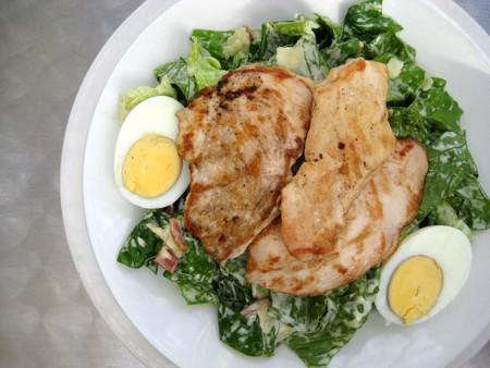 Ensalada y pollo