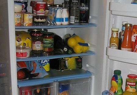 El frigorífico lleno gasta menos