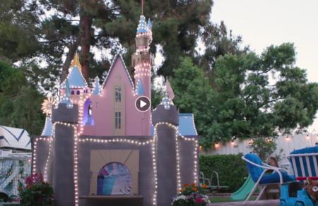 Un abuelo de California crea un parque temático inspirado en Disneyland, en el patio trasero de su casa
