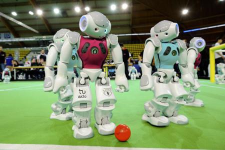 Así evolucionan los robots que quieren ser campeones del mundo de fútbol en 2050