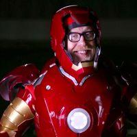 Esta réplica de la armadura de Iron Man vuela, es a prueba de balas y fue fabricada por el gran Adam Savage