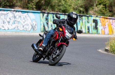 La Honda CB125F se actualiza con un nuevo motor: los mismos 11 CV más eficientes para la naked sin carnet