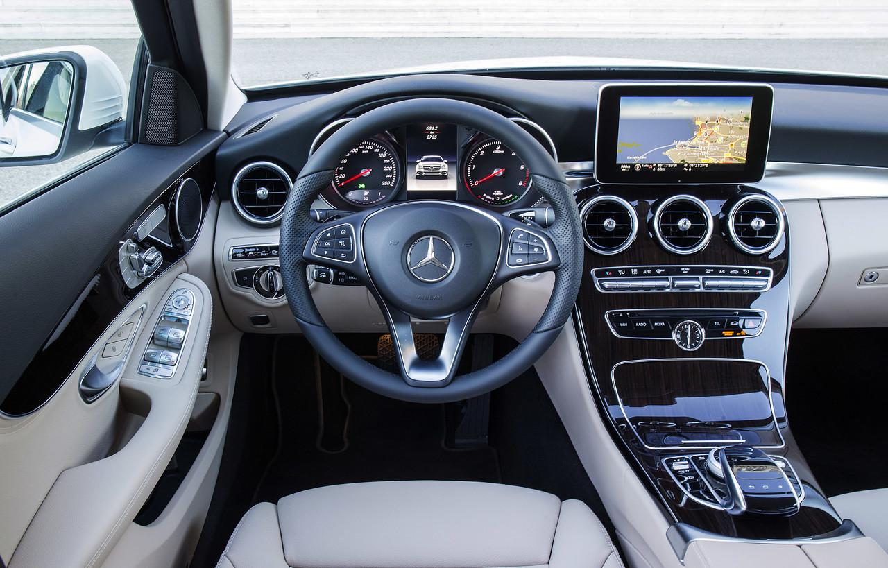 Foto de Mercedes C 300 BT HYBRID Avantgarde Diamantweiss (1/31)