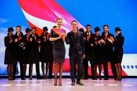 Miranda Kerr, una azafata de altos vuelos, como tiene que ser