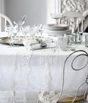 Blanco y plata: inspírate en H&M para decorar tu mesa de Nochevieja