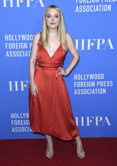 hfpa banquete red carpet Dakota Fanning