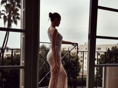 El mundo bloguer no podía faltar, Kristina Bazan también pisa la alfombra roja de los Globos de Oro 2016