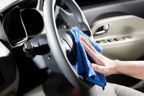 Qué sí y qué no usar para desinfectar el interior tu auto
