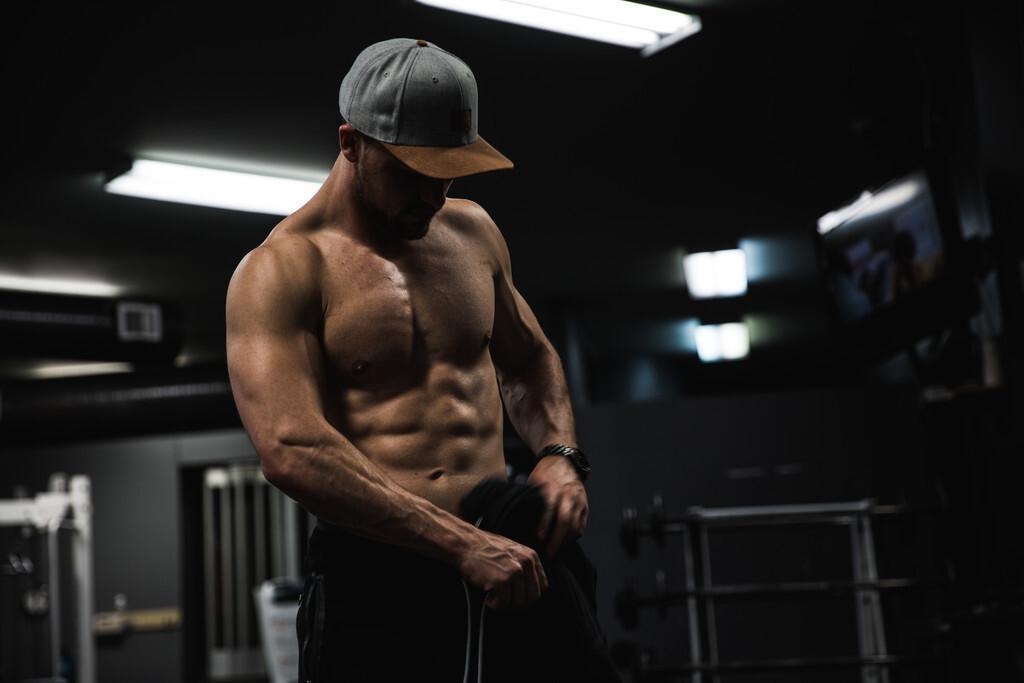 En forma en 2021: por dónde empezar en el gimnasio si quieres empezar a entrenar este año