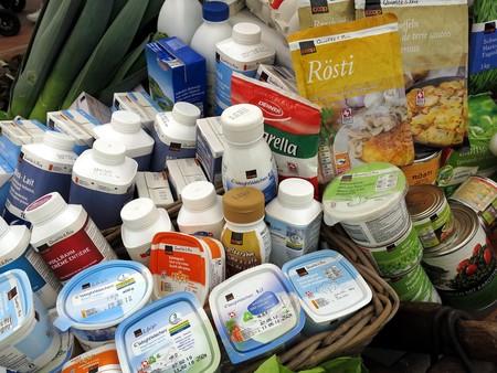 Fecha de caducidad y consumo preferente: ¿es posible comer un yogur caducado y que no me pase nada?