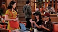 Todo lo que siempre fue '2 Broke Girls' sigue estando en la tercera temporada