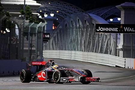 Lewis Hamilton y McLaren despiertan en los terceros libres