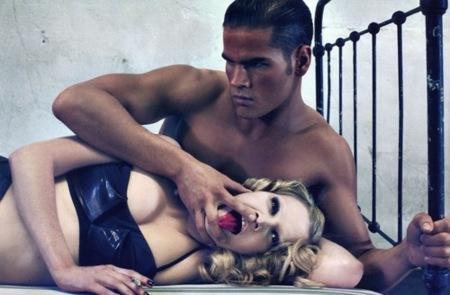Lara Stone en Vogue París con un editorial polémico, dúo