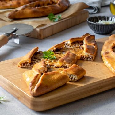 Cómo hacer pide: la pizza turca más popular del repertorio de comida rápida y callejera del país