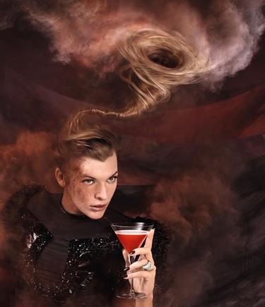 Es el fin del mundo. Brindemos, bebamos, vivamos. Calendario Campari con Milla Jovovich