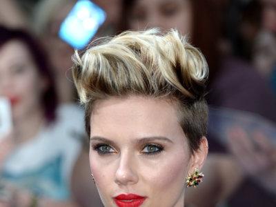 Scarlett Johansson sabe cómo sacar el máximo partido al mono de Balmain: cada día más sexy