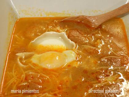 Sopa de ajo con huevos de codorniz. Receta tradicional