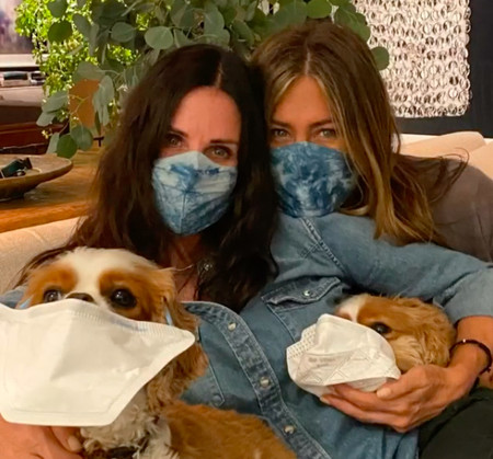 ''I'll be there for dog'': el entrañable reecuentro de súper 'Friends' de Jennifer Aniston, Courteney Cox y sus perros
