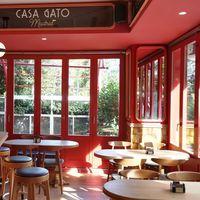 Casa Gato, el más castizo de los felinos llega a Madrid con decoración de Lázaro Rosa-Violán