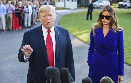 El azul klein hace brillar a Melania Trump y nos demuestra que no hay tonalidad que se le resista