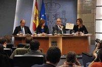 Primer plan de ajuste de 8.900 millones de euros y subida del IRPF
