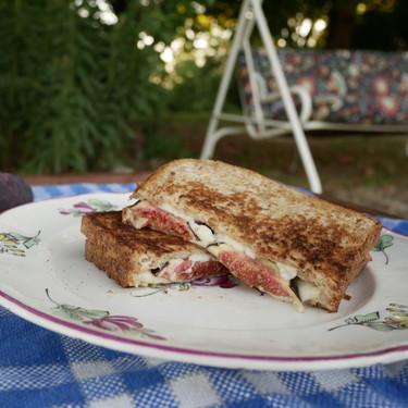 Sándwich de higos, piñones y queso mozzarella: tan fácil y delicioso como suena