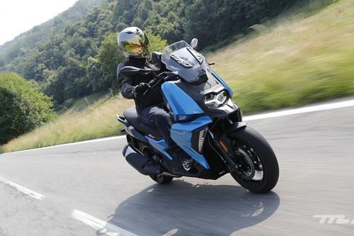 Probamos el BMW C 400 X, un scooter medio pero muy tecnológico por menos de 7.000 euros