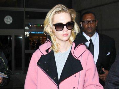 January Jones nos enseña como lucir una chaqueta rosa sin parecer cursi