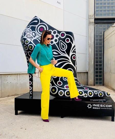 Con un vestido multicolor, así recoge Nieves Álvarez el premio a mejor calzada 2017