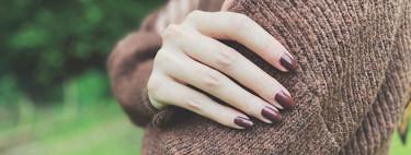 11 esmaltes en tonos marrones y topos para lucir unas manos perfectas este otoño
