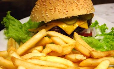 ¿Cuanto ejercicio necesitarías hacer para quemar las calorías de la comida chatarra favorita?