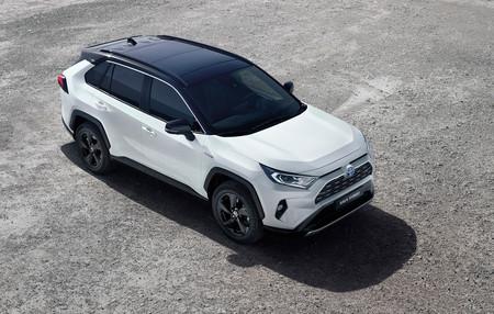 Toyota RAV4 es el SUV híbrido más ambicioso de la marca y ya está disponible desde 33.800 euros