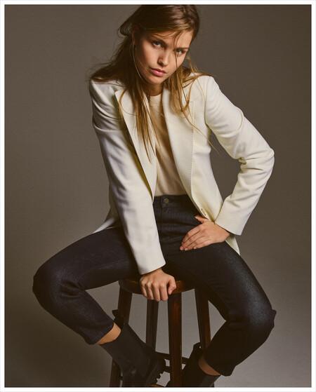 Massimo Dutti nos propone una nueva colección femenina y minimalista para hacer frente al frío con mucho estilo