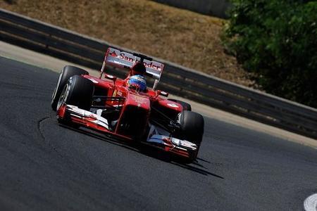 Libres 1: Fernando Alonso lidera sobre mojado