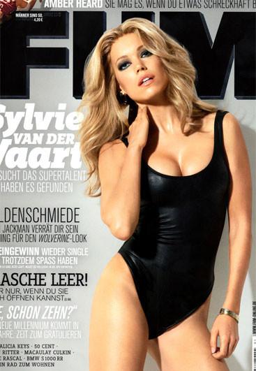 Sylvie van der Vaart recuperadísima, a la par que impresionate, en FHM