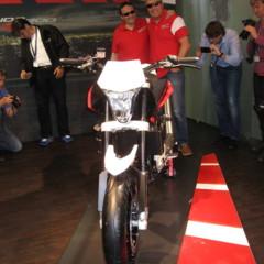 Foto 4 de 12 de la galería husqvarna-nuda-900r-fotos-presentacion-a-la-prensa en Motorpasion Moto
