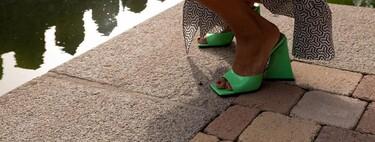 Nueve mules y sandalias destalonadas con tacón para pisar la calle con garbo y estilazo (que además son tendencia)