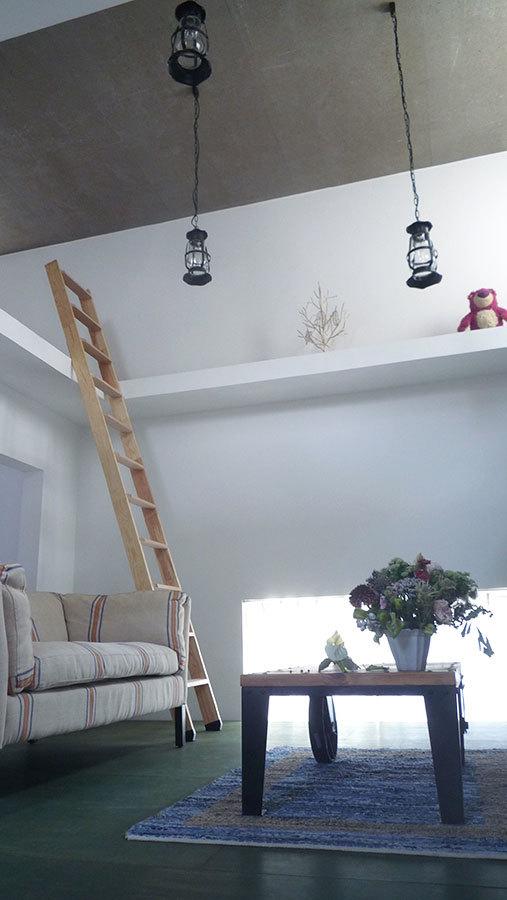 Foto de Casas poco convencionales: viviendo en una estantería gigante (12/14)
