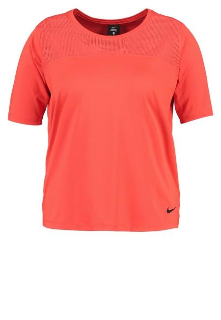 60% de descuento en esta  camiseta básica   Nike Performance en Zalando: ahora 15,95 euros con envío gratis
