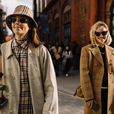 El beige sigue siendo el favorito del street style: 19 looks que copiaremos toda la primavera