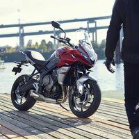¡Bomba británica! La Triumph Tiger Sport 660 llega como la moto trail media más potente y mejor equipada, por 9.095 euros